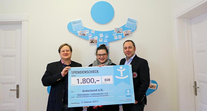 Spendenübergabe bei ANKERLAND e. V. in Hamburg: Der Störtebeker Liekendeeler e.V. hat einen Betrag in Höhe von 1.800 Euro an Ankerland in Hamburg übergeben.